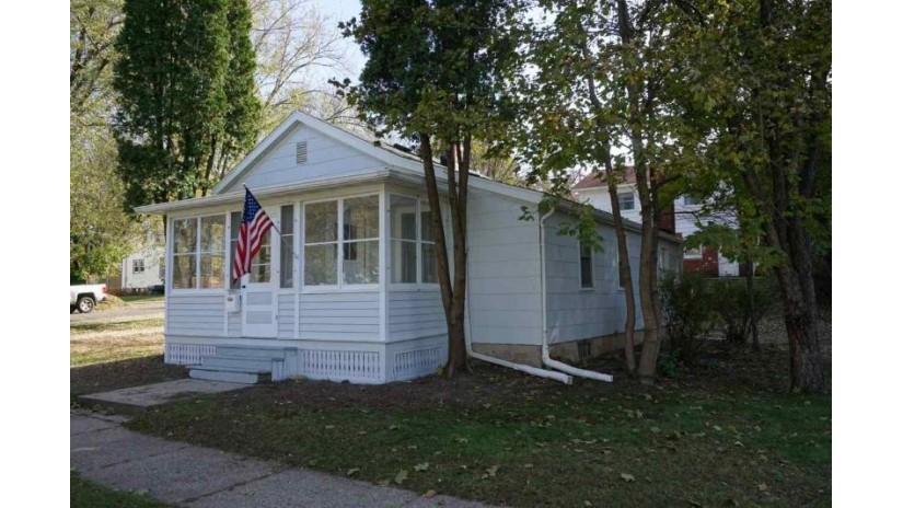 298 8th St Reedsburg, WI 53959 by Evergreen Realty Inc $92,900