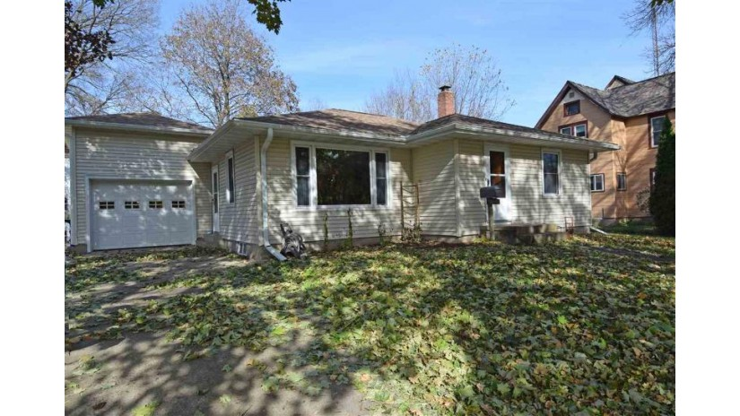 635 Vine St Reedsburg, WI 53959 by Re/Max Preferred $129,900