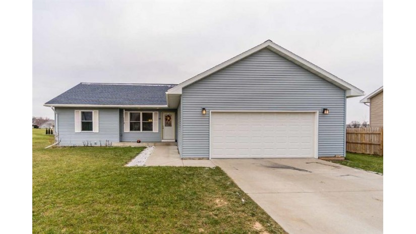 745 Crestview Dr Reedsburg, WI 53959 by Re/Max Grand $188,000