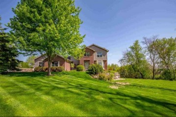 8590 Airport Rd, Middleton, WI 53562