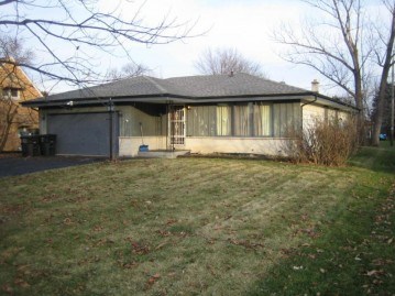 4410 S 47th St, Greenfield, WI 53220-3615
