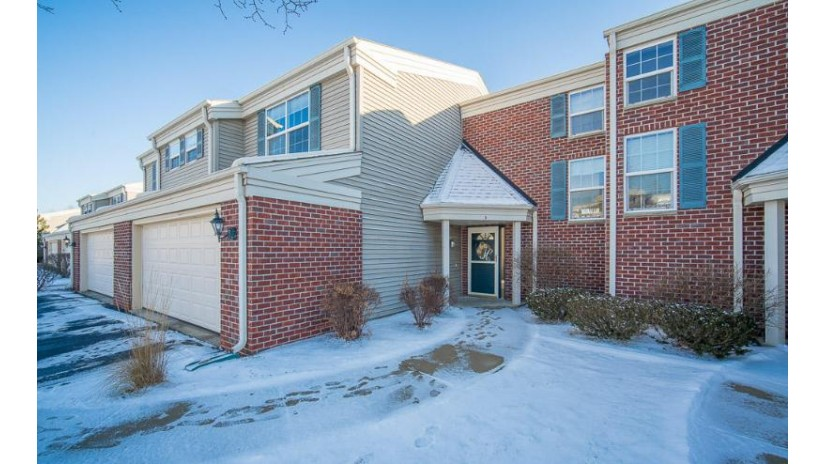 N15W26510 Golf View Ln D Pewaukee, WI 53072-6636 by Exsell Real Estate Experts LLC $264,900