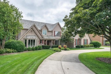 1030 Weston Hills Dr, Brookfield, WI 53045-3760