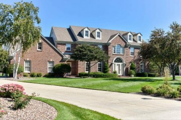 9254 W Wyndham Hills Ct, Franklin, WI 53132