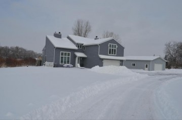 S100W24450 Forest Home Ave, Vernon, WI 53103-9524
