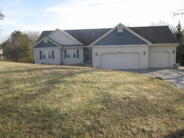 S28W30753 Wild Berry Ln, Genesee, WI 53188-9108