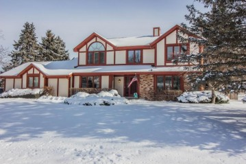 10144 N Concord Dr, Mequon, WI 53097-3669