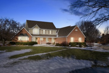 12019 N Silver Ave, Mequon, WI 53097-2749