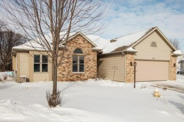 1303 W Heights Ct, West Bend, WI 53095-4586