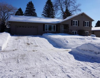 924 Fairview Dr, Port Washington, WI 53074-1443