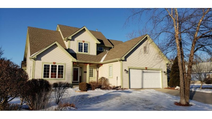 7778 W Lake Pointe Dr Franklin, WI 53132-8529 by Alesci Realty $369,900