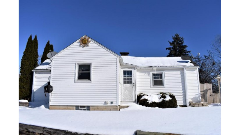 628 S Garfield Ave Port Washington, WI 53074-2317 by O'Bryon Realty $99,900