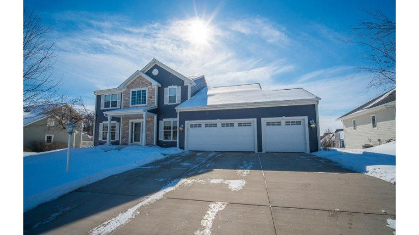 1513 Highland View Dr West Bend, WI 53095-4661 by Boss Realty, LLC $369,900