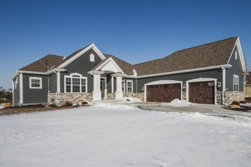 W299N3239 Woodridge Cir, Delafield, WI 53072