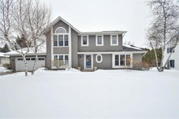 266 W Orchard Dr, Grafton, WI 53024