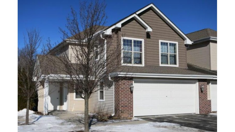 800 Elise CT 101 Waukesha, WI 53189-5831 by RE/MAX Realty 100 $223,900