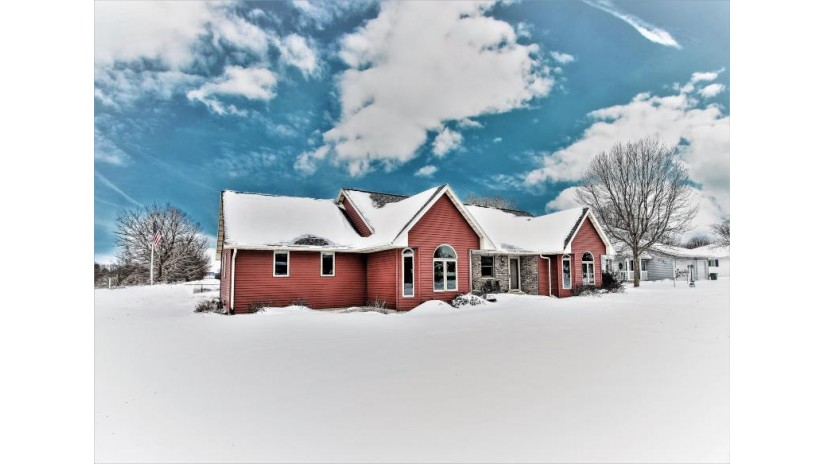 610 EAST AVE West Salem, WI 54669-1300 by Castle Realty, LLC $265,000