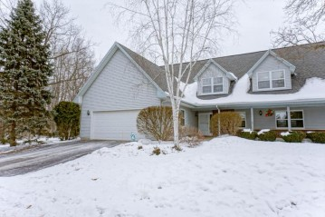 1660 Journeys Dr, Delafield, WI 53029-9374