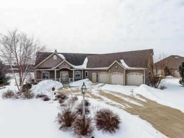 387 Still Water Ct, Dousman, WI 53118-8827