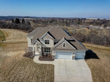 3489 W Hidden Oaks Ct, Franklin, WI 53132-6901