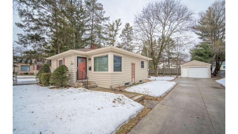 10830 W Liberty Ave Hales Corners, WI 53130-1932 by Exsell Real Estate Experts LLC $164,900