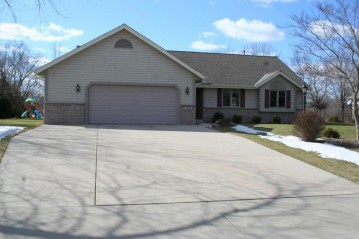 9681 S 35th St, Franklin, WI 53132-8861
