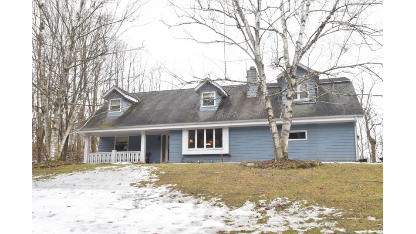 6283 Riesch Rd West Bend, WI 53095-9106 by Shorewest Realtors $275,000