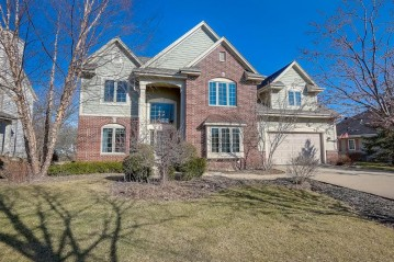 8152 W Woodfield Dr, Franklin, WI 53132-8386
