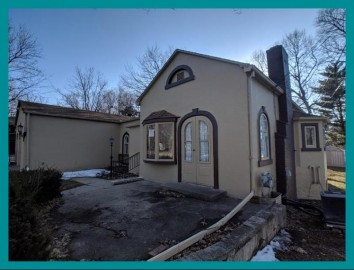 3755 S 104th St, Greenfield, WI 53228-1303