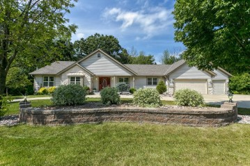 S73W14894 Cherrywood Dr, Muskego, WI 53150-8195