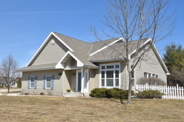 1878 Blackfoot Ave, Grafton, WI 53024-9586