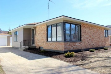 1541 17th Ave, Kenosha, WI 53140-1520