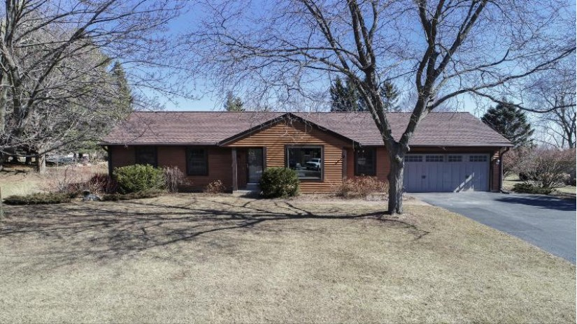 W255N5724 Wrendale Dr Lisbon, WI 53089-4144 by Realty Executives - Integrity $319,500