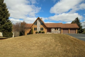 5102 Valley Trl, West Bend, WI 53095-8752