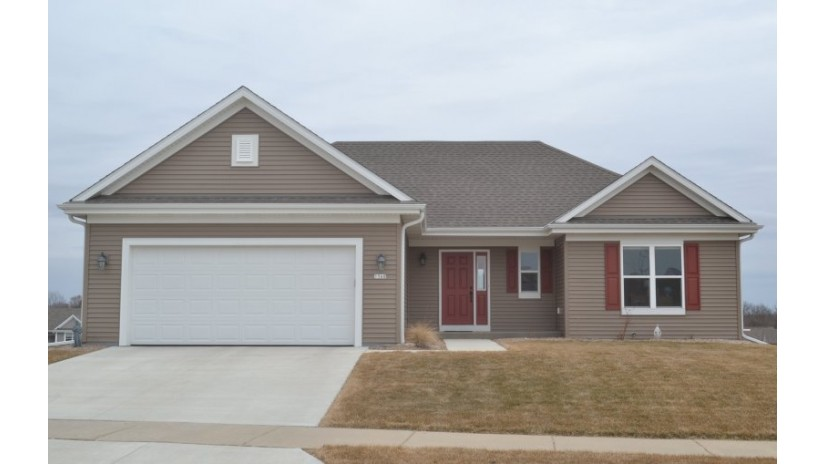 1560 Whitewater Dr West Bend, WI 53095 by Shorewest Realtors $318,500