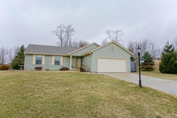 104 Woodfield Dr, Eagle, WI 53119-2245