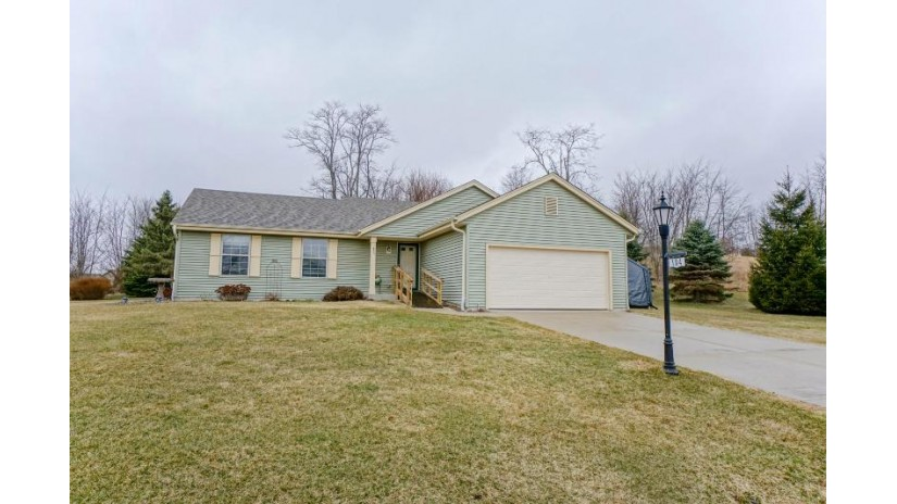 104 Woodfield Dr Eagle, WI 53119-2245 by Lake Country Flat Fee $259,900
