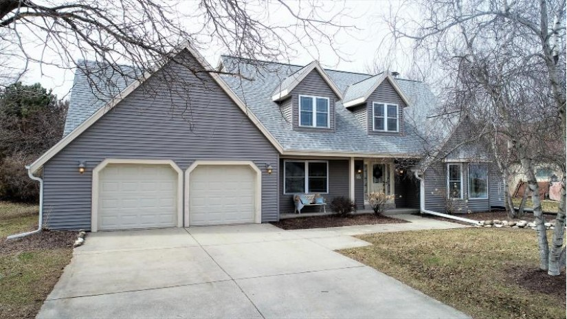 W226N2543 Oakwood Ln Pewaukee, WI 53186 by Realty Executives - Integrity $359,900
