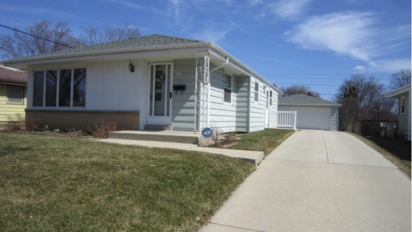 6872 N 40th Pl Milwaukee, WI 53209-2229 by Shorewest Realtors $125,000