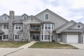 N30W23021 Pineview Cir 1, Pewaukee, WI 53072-6228