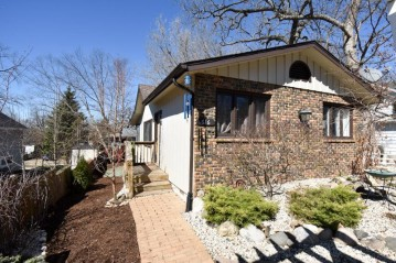 616 Maple St, Twin Lakes, WI 53181-9545