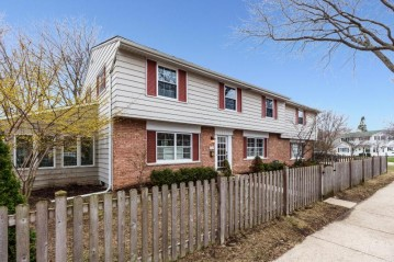 5141 N Marlborough Dr, Whitefish Bay, WI 53217-5733
