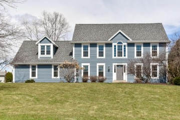 20320 Wetherby Ct, Brookfield, WI 53045
