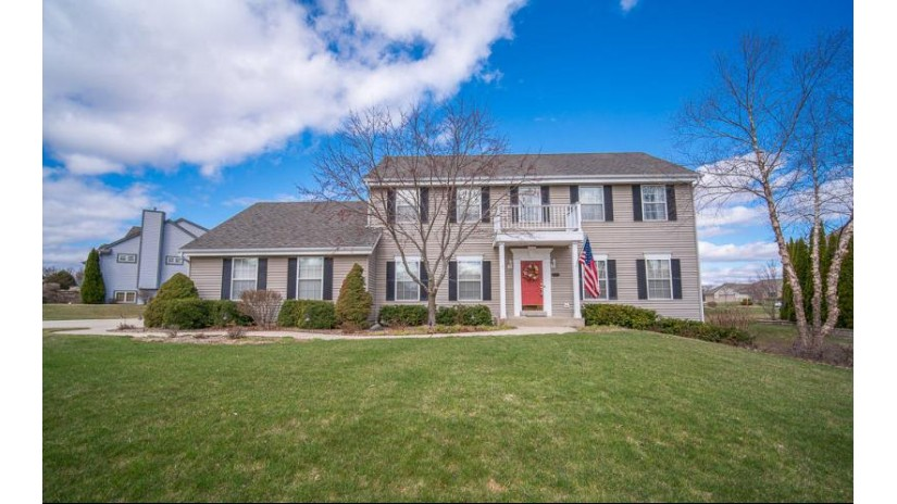 4476 W Jenna Dr Franklin, WI 53132-7604 by RE/MAX Realty 100 $389,900