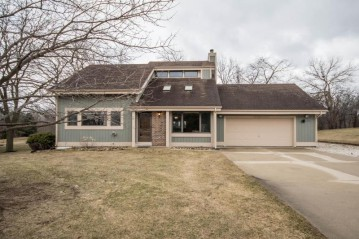 S97W36851 Juniper Ln, Eagle, WI 53119-1547