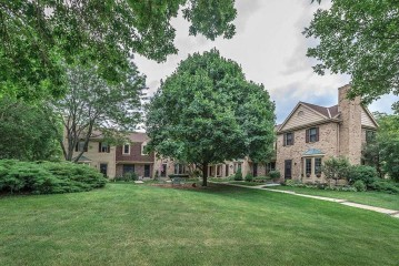 384 Willow Grove Dr D, Pewaukee, WI 53072-3992