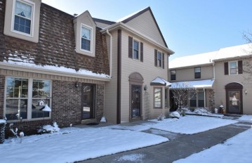 348 Willow Grove Dr G, Pewaukee, WI 53072-5624