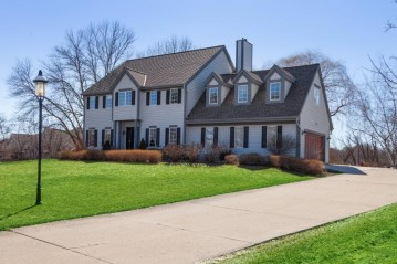 4075 Clare Bridge Ln, Brookfield, WI 53005-1534