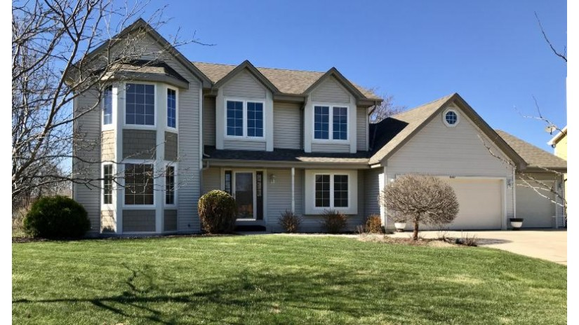 8167 S 77th St Franklin, WI 53132 by Lake Country Flat Fee $389,900