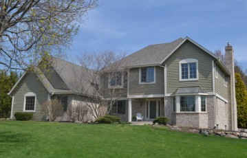 3270 Dartmouth Dr, Brookfield, WI 53005-2773